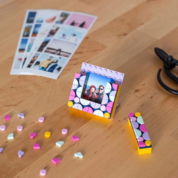 Tirage photo cabine + mini-cadre LEGO® DOTS offert Cheerz 5